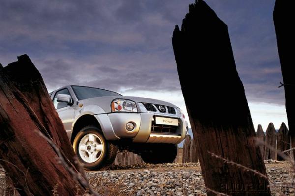 И в пир, и в мир... / Тест-драйв Mazda BT-50, Mitsubishi L200 и Nissan NP300