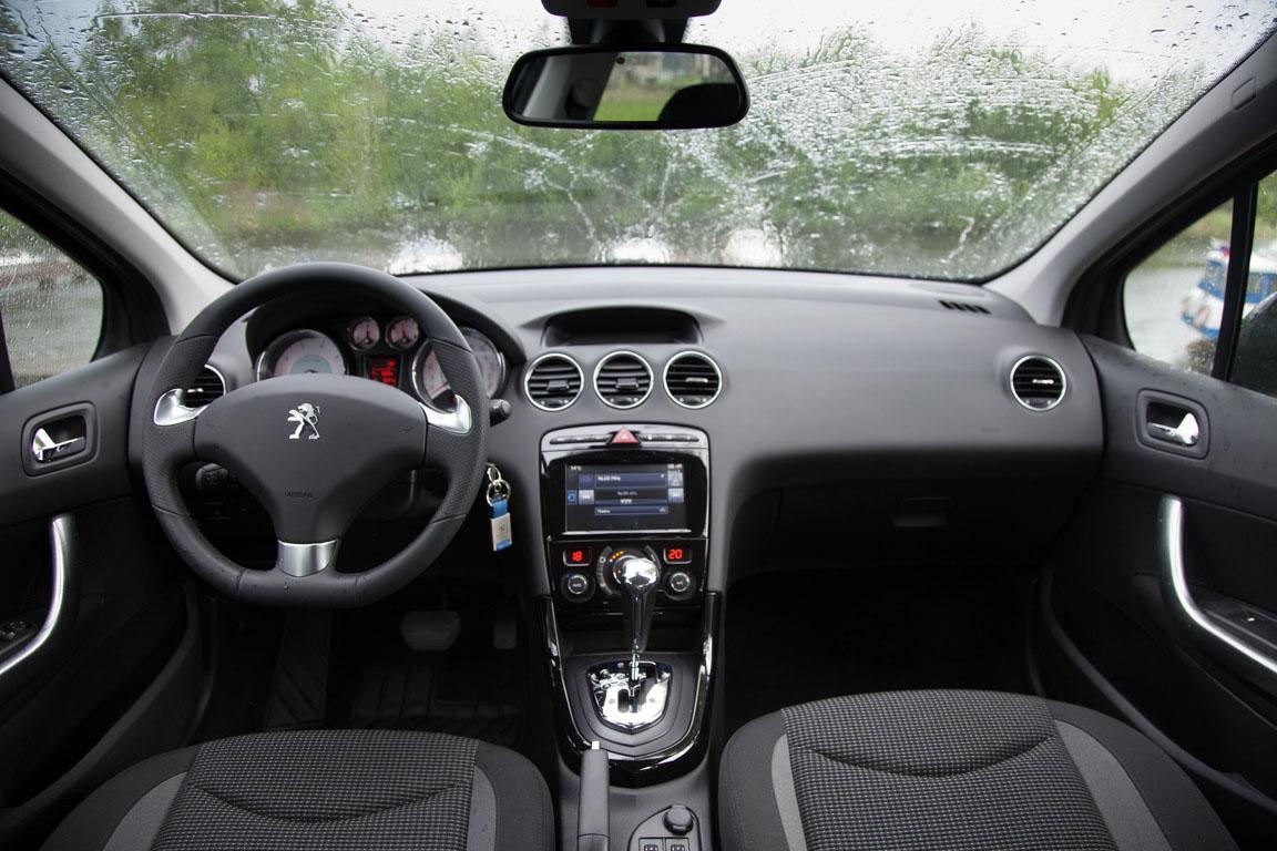 Peugeot 408 2017 Интерьер