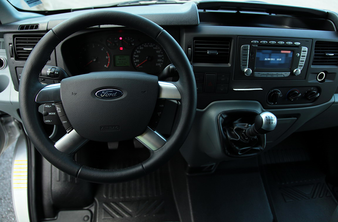 Ford-Transit-2011_15.JPG
