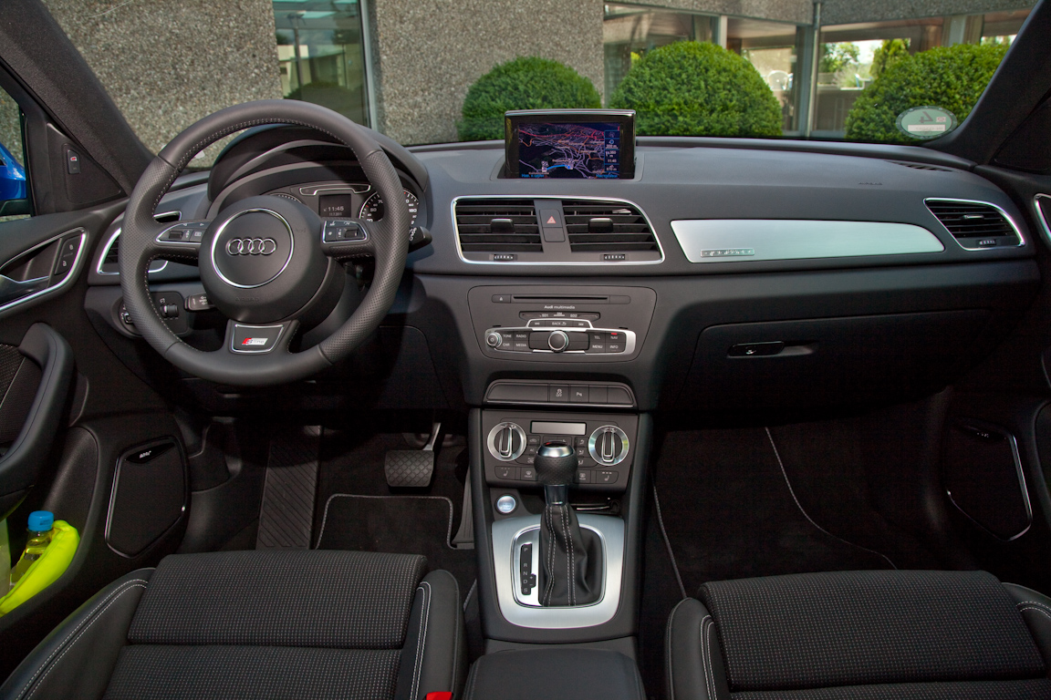 Audi-Q3-AutoRating-Ru_20.jpg