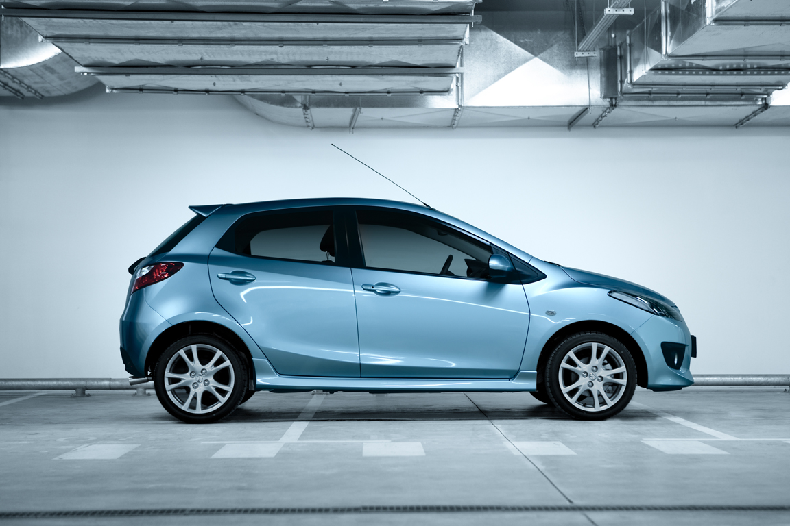 Mazda2_Flash_Edition_still_001_ru_jpg300.jpg