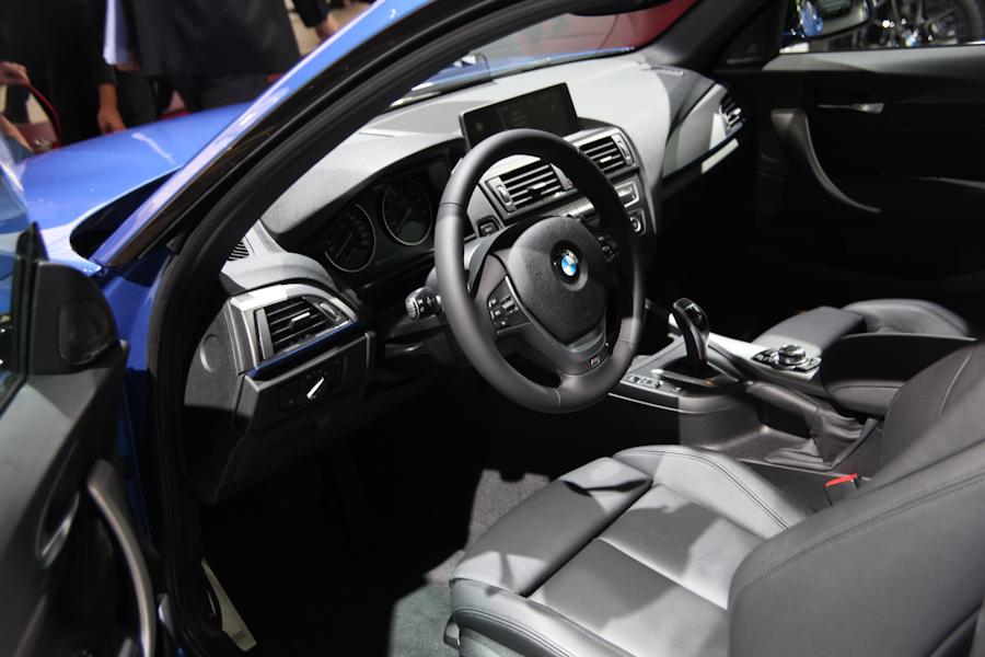 BMW на автосалоне в Париже
