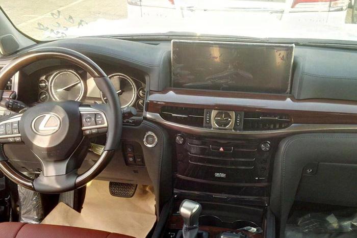 обновленный Lexus LX 570