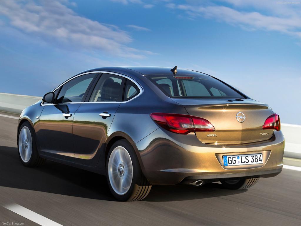 Opel-Astra_Sedan_2013_1600x1200_wallpaper_08.jpg