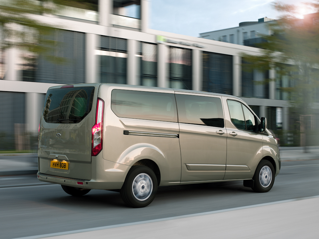 Ford_Tourneo_Custom__14.jpg