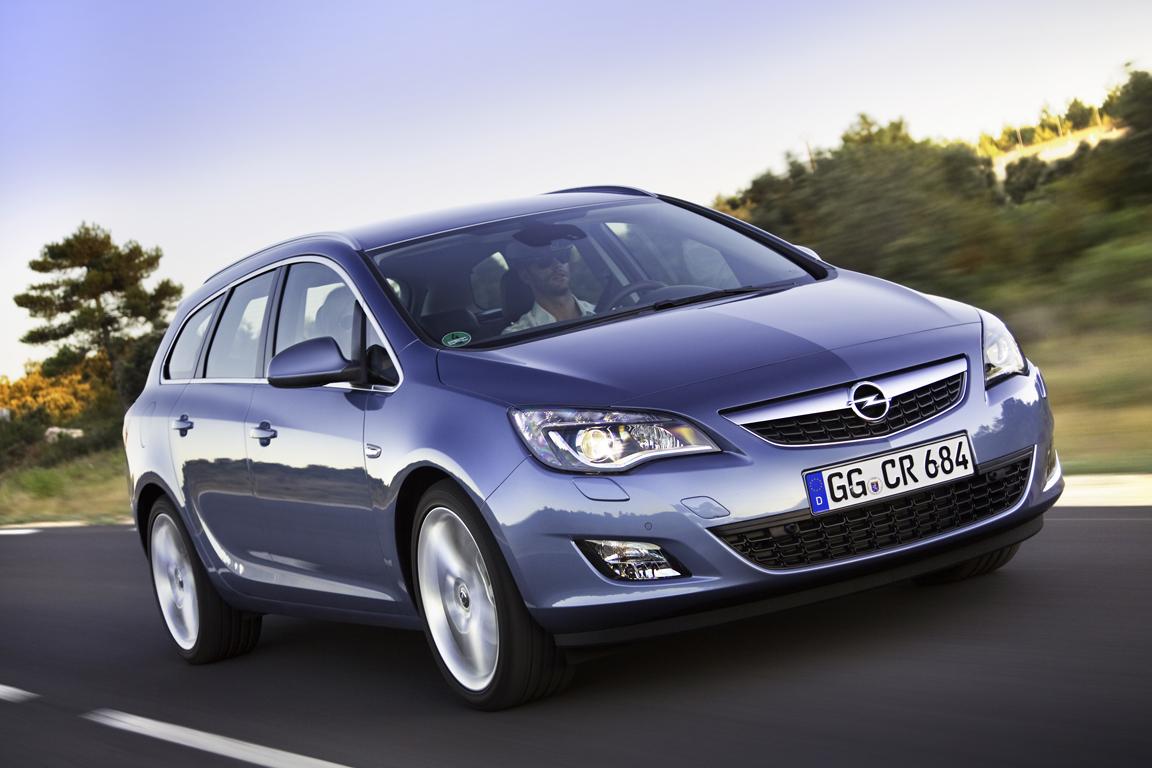Opel Astra Sports Tourer 2011