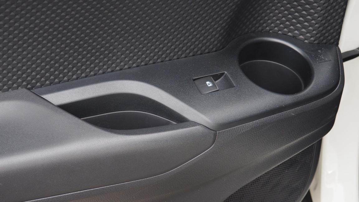 Toyota C-HR: Чем не Prius?