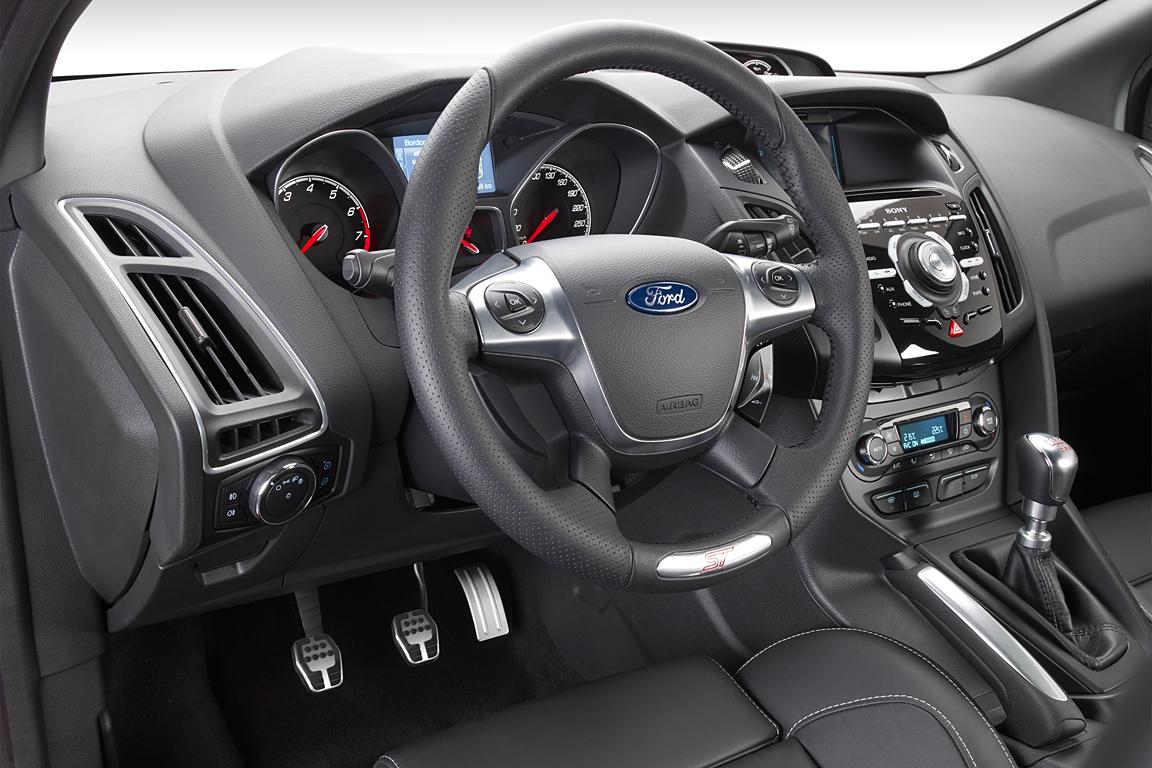 Ford_Focus_ST_24.jpg