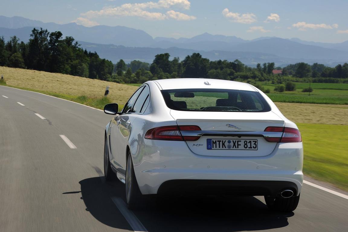 Jaguar-XF_2012_1280x960_wallpaper_30.jpg