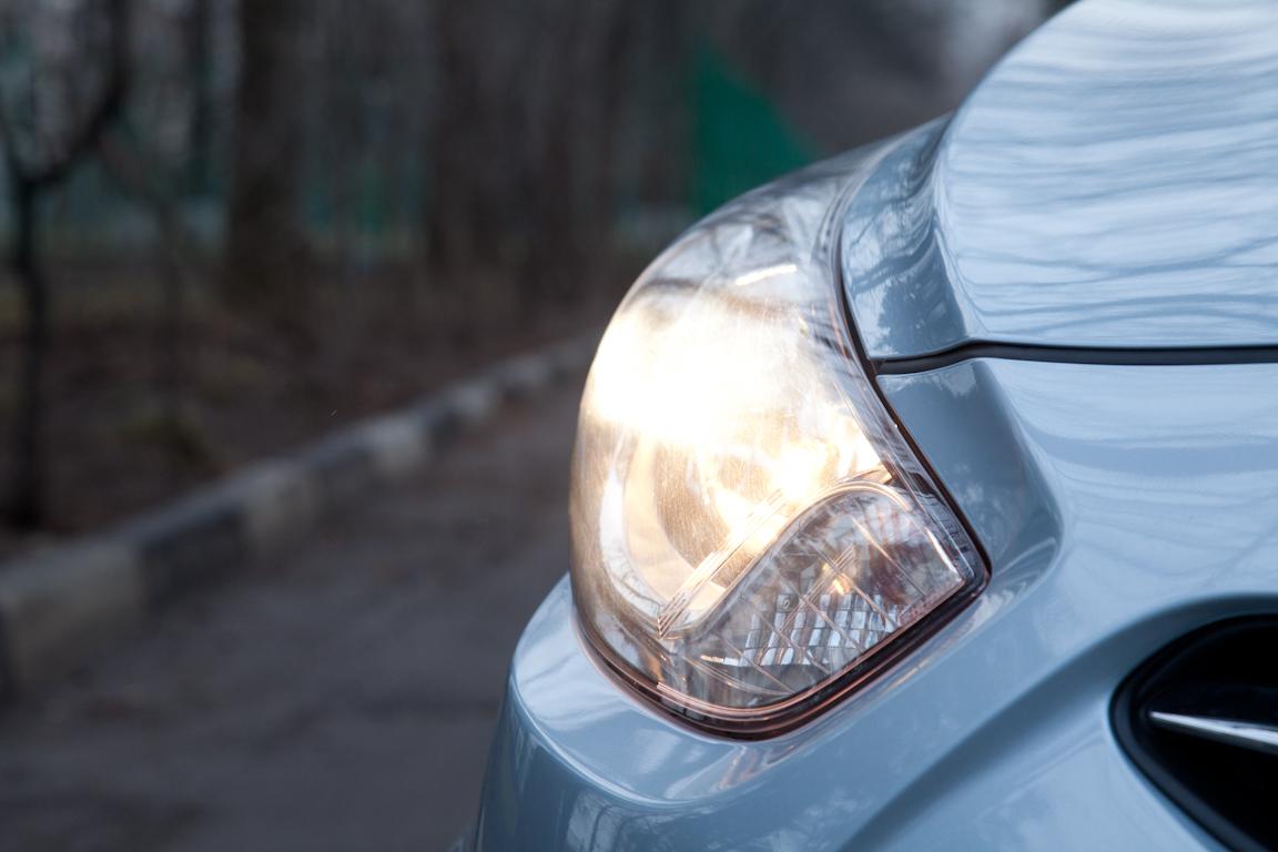 Hyundai Solaris Hatchback: Ускоритель