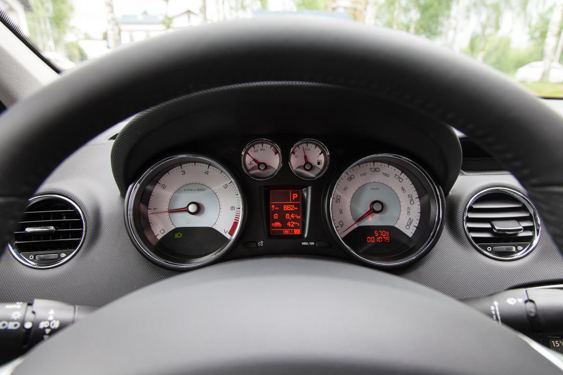 Peugeot 408 2017 Панель приборов