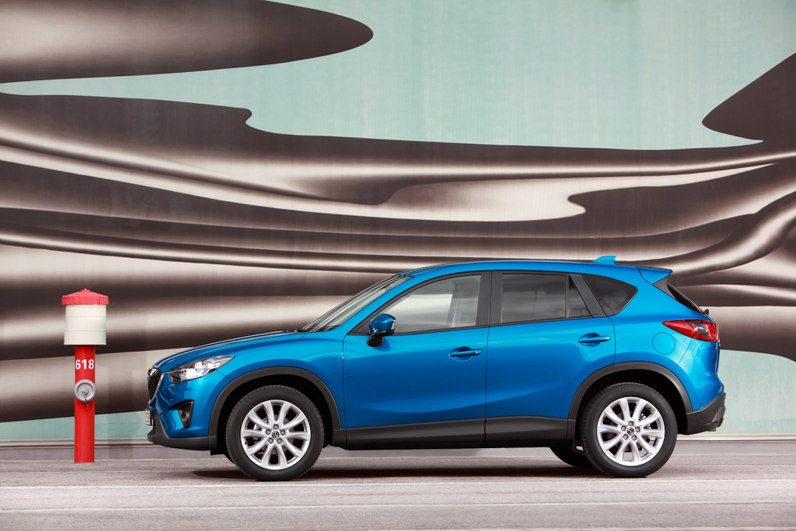 CX-5_2012_skyblue_still_26.jpg