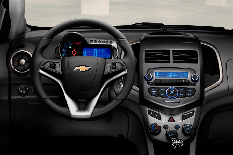 Chevrolet-Aveo-2011_04.jpg