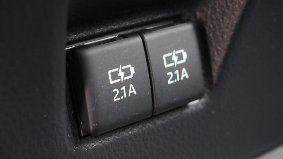 Новая Toyota Camry: Остаться собой